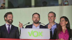 Santiago Abascal, líder deVox, ha confirmado que ha dado positivo porcoronavirus.