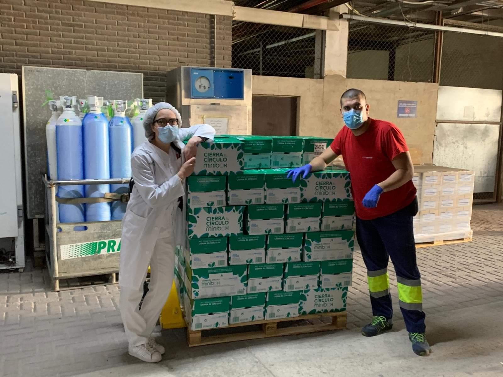 Donación de agua de Aquaservice al hospital de Albacete